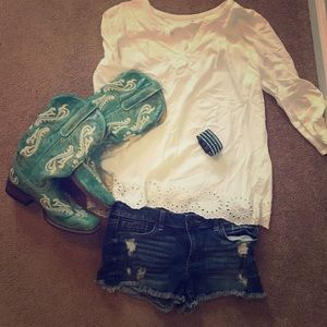 White 3/4 sleeve top with lace bottom